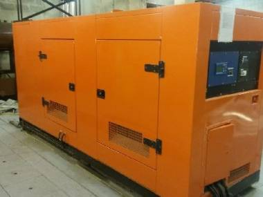 Motor CUMMINS INSONORIZADO 300 KVA Engines