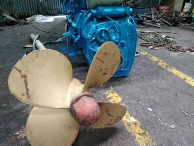motor marino scania  de 280 hp con reductora(caja)masson 3:1 incluye eje y helice Engines