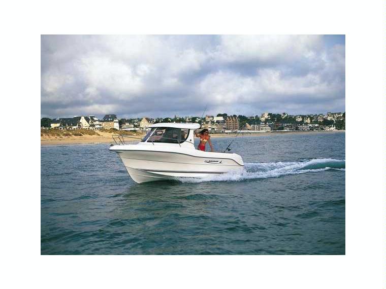 Quicksilver Captur 640 Pilothouse Day fishing boat
