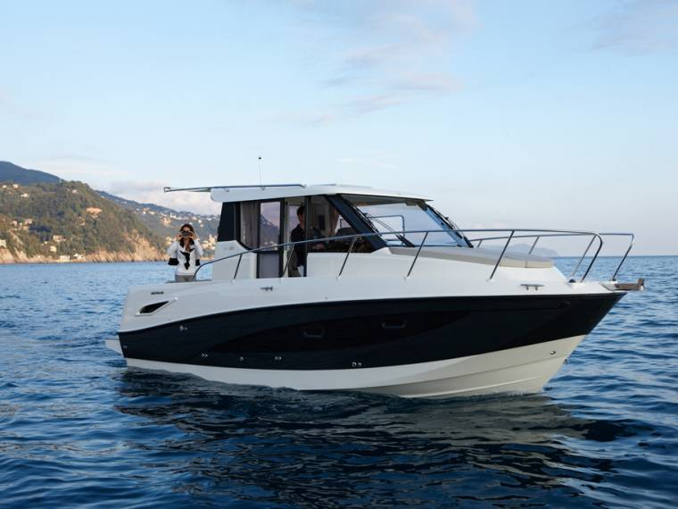 Quicksilver Activ 855 Weekend Cabin cruiser