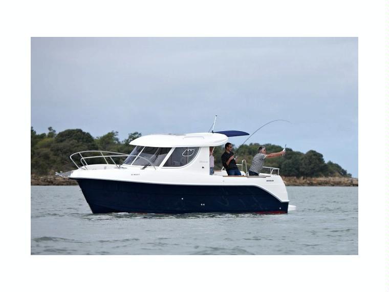 Quicksilver Captur 810 Arvor Day fishing boat
