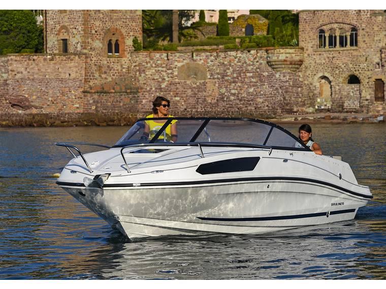 Bayliner VR5 Cuddy OB Cabin cruiser
