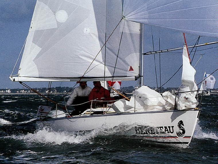 Boat beneteau first class 8 inautia for First class 8 interieur