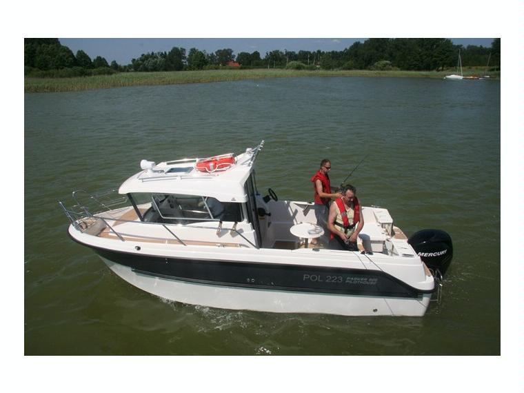 Boat parker 660 pilothouse inautia for Pilot house fishing boats