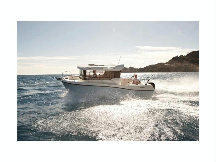 Quicksilver Captur 675 Pilothouse Cabin cruiser