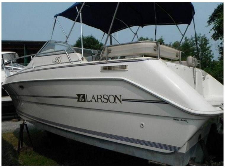 Boat Larson Cabrio 250 | iNautia com - iNautia
