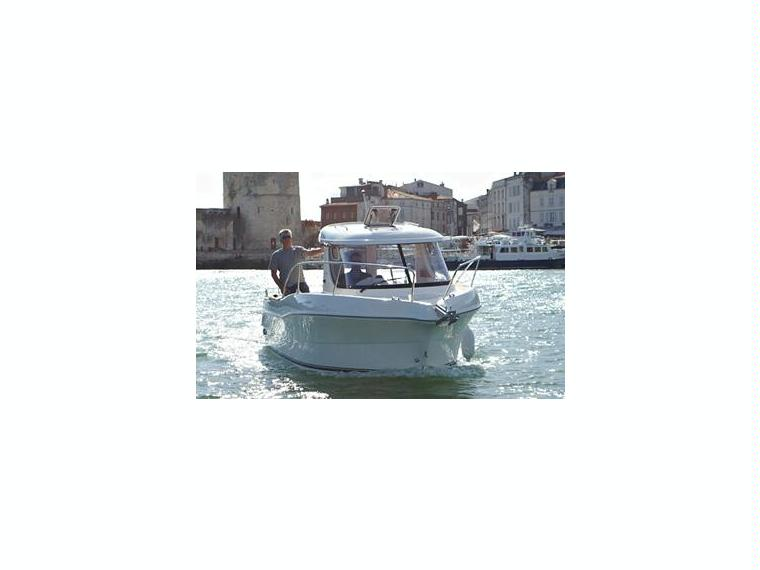 Quicksilver Captur 215 Arvor Day fishing boat