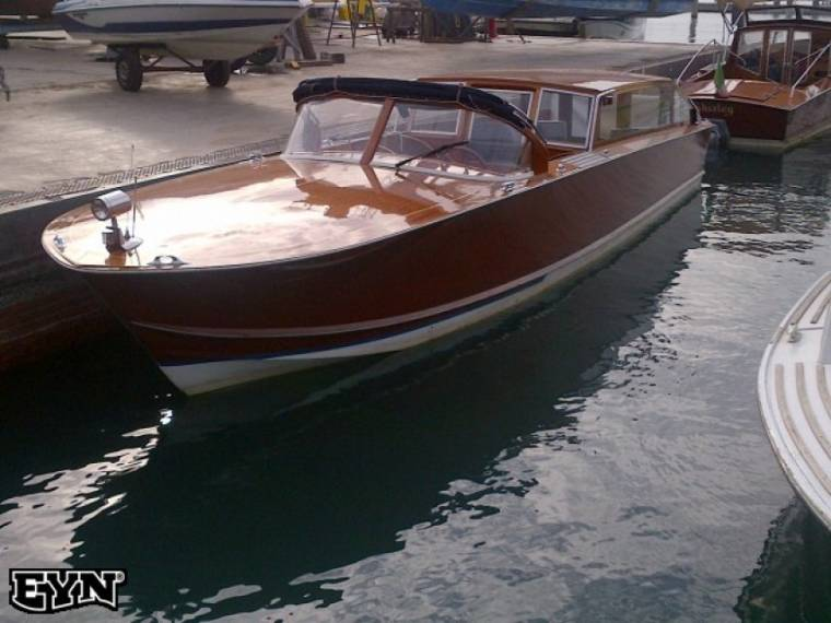 Venetian Wooden Taxi Boat in Italy | Motor yachts used 05050