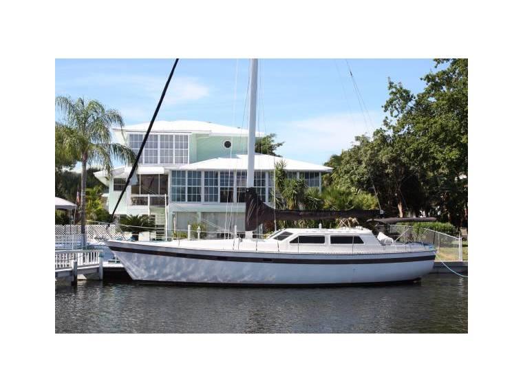 42 Foot Sailboat Irwin Avanti Original Owner in Florida