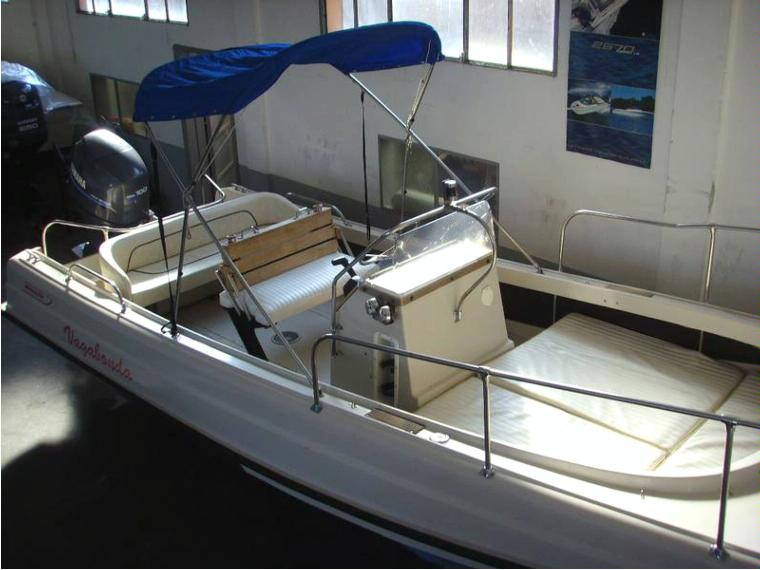BOSTON WHALER Boston Outrage 21 in Tuscany | Power boats used 84857