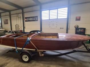 Gestrand project Houten sportboot 'Boesch'