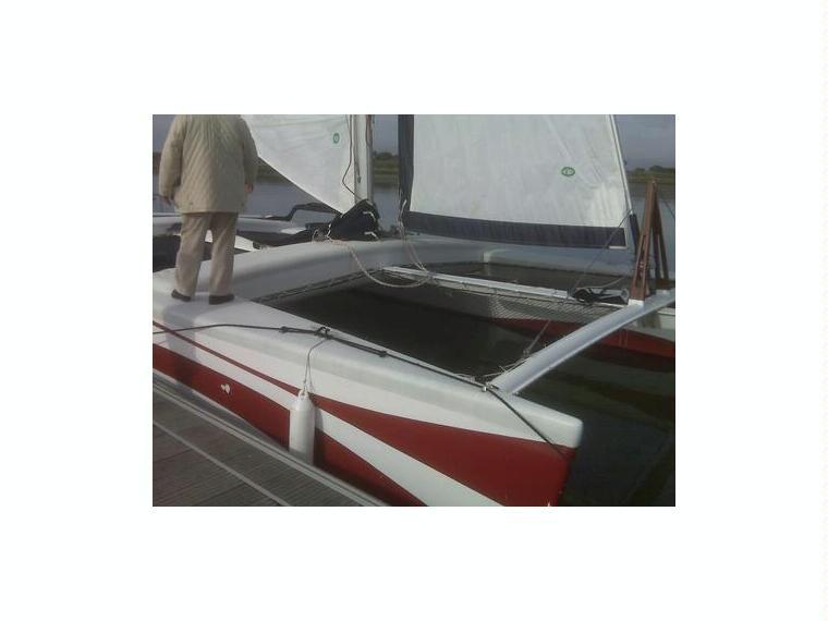 Catamaran Rush 10