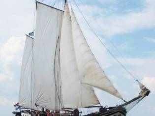 Barge Charter clipper
