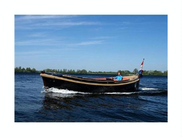 B&C 825 in NoordHolland  Power boats used 00565  iNautia # Wasbak Teak_074051