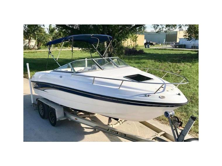 Chaparral 205 SSE Cabin Cruiser Low Hours in Florida