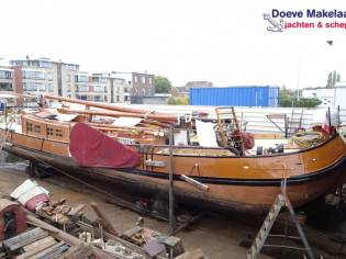 Dutch Barge Tjalk 21.61 with TRIWV