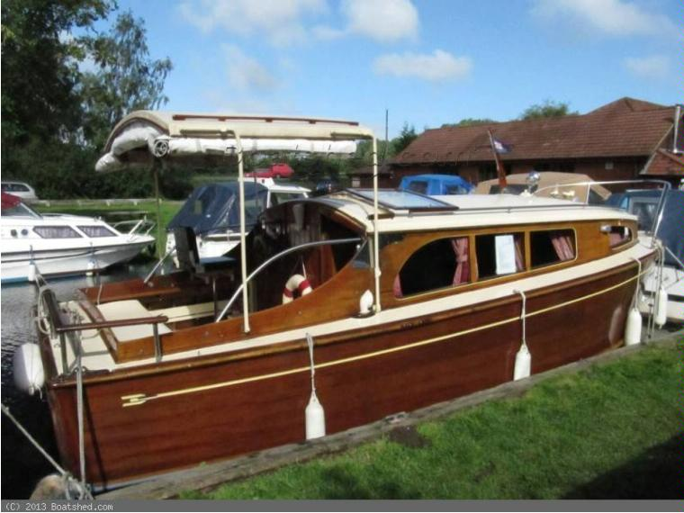 Wooden Broads Cruiser Moore and Sons 22ft Cabin in Saône-et-Loire