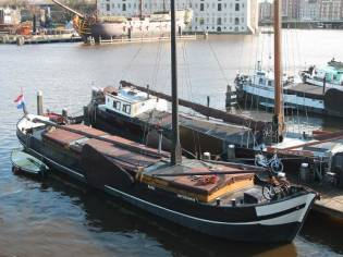Barge Stevenaak