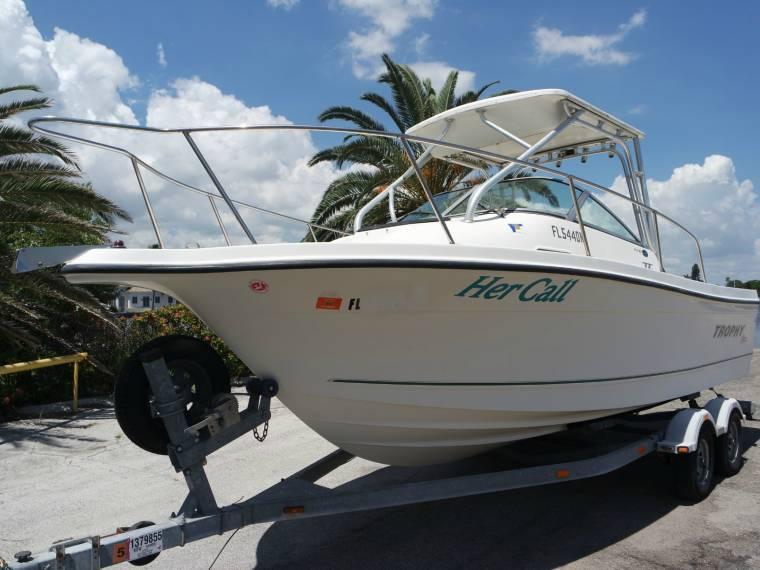 Trophy 2002 Walkaround cabin fishing boat in Florida