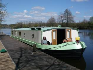 Wide beam boat (péniche anglaise)