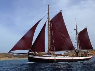 Barco de madera velero