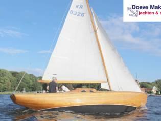 Classic sailing yacht 9.10