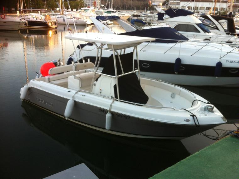 Robalo 220 in cn st feliu de guixols day fishing boats for Robalo fish in english