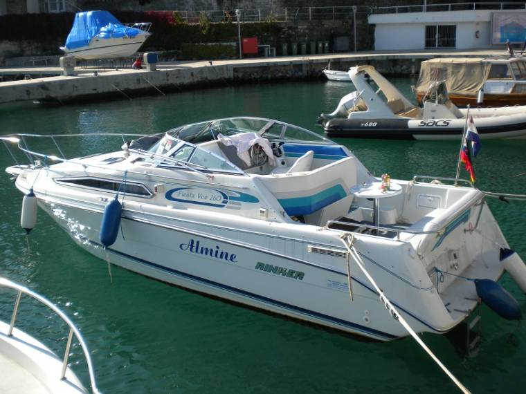 Rinker 260 Fiesta Vee In Admiral Marina Motor Yachts