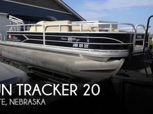 Sun Tracker 20 DLX Fishing Barge