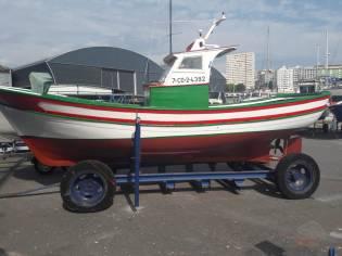 Barco de madera .Pesca deportiva