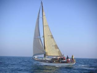 Velero clasico 45 pies madera cabinado