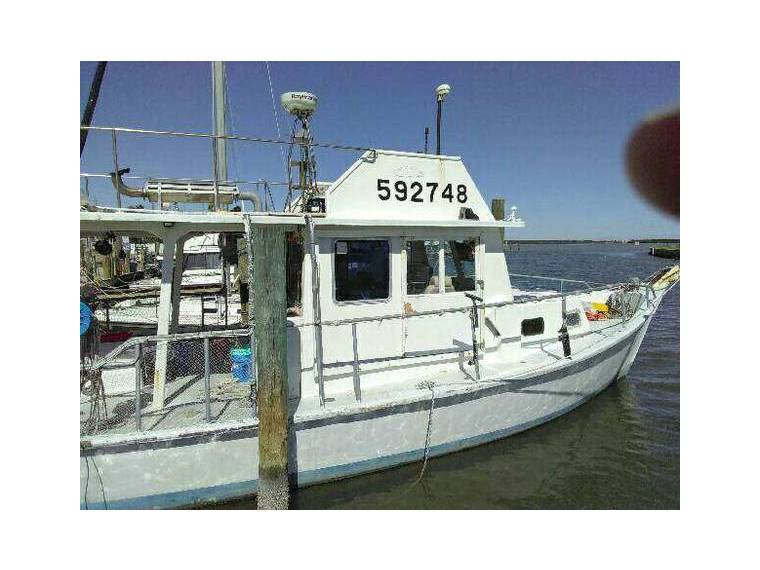 44 foot Thompson Trawler Commercial Fishing in Florida