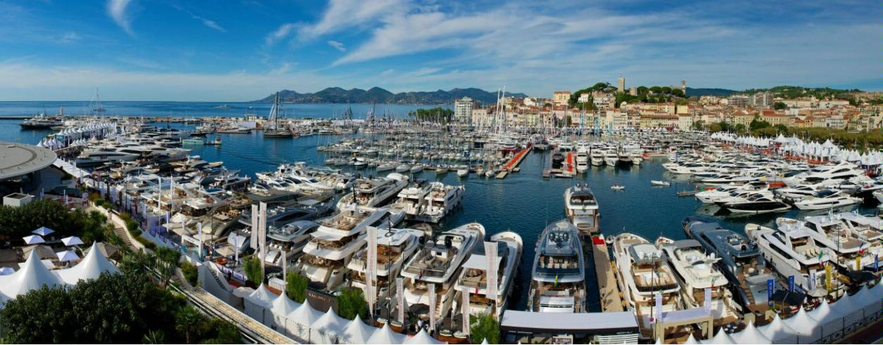 Yachts Invest Photo 2