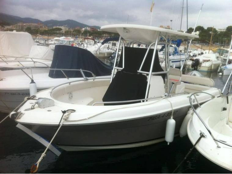 Robalo r 220 in cn st feliu de guixols day fishing boats for Robalo fish in english