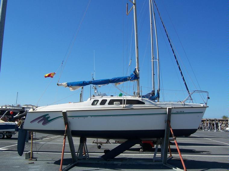 Hunter 23.5 in Huelva | Sailboats used 53565 - iNautia